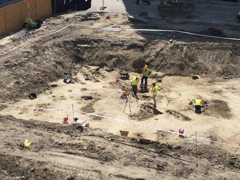 15 csontvázat találtak a József Nádor téren