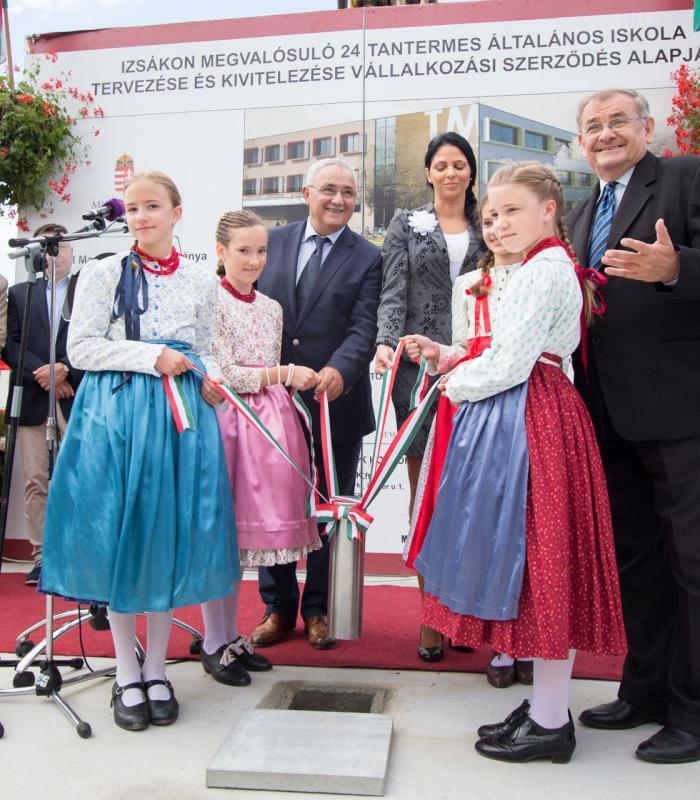 Letették az új izsáki iskola alapkövét