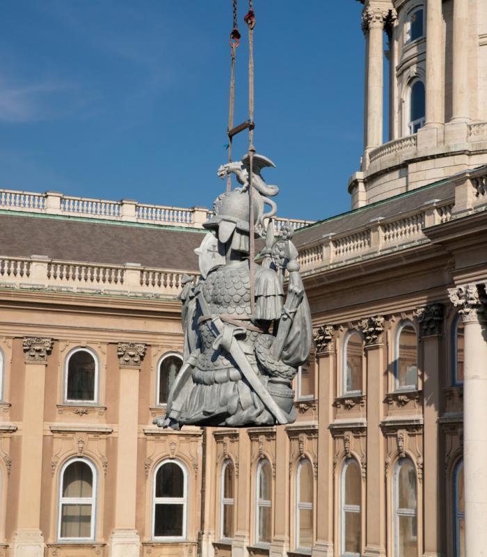 Helyére került mind a 12 - Rég elveszett szobrokat nyert vissza a Budai Vár